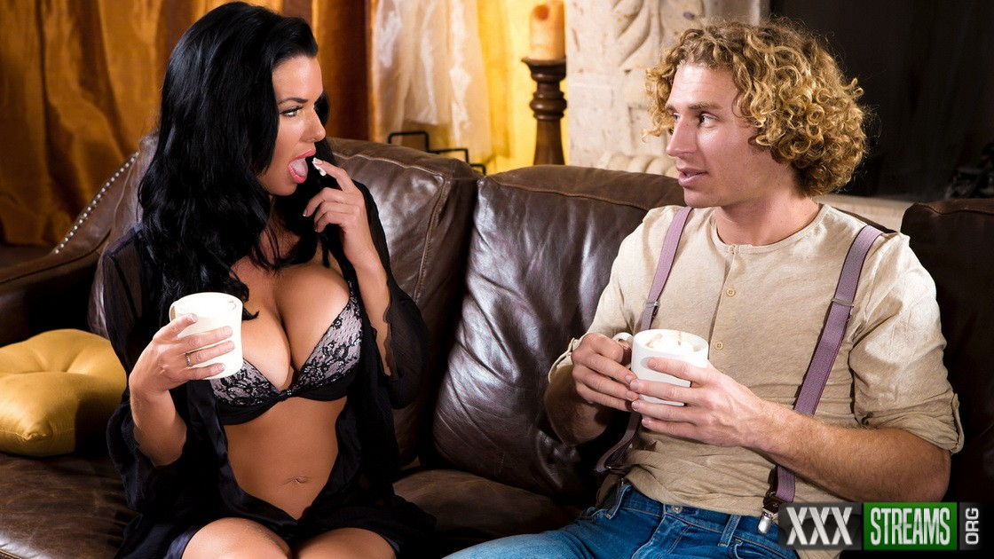 Veronica Avluv - Hot Cocoa (DigitalPlayground)