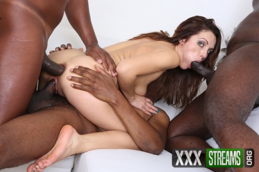 Dominica Phoenix - visits interracial studio and gets in trouble IV124 (2017/LegalPorno/HD)