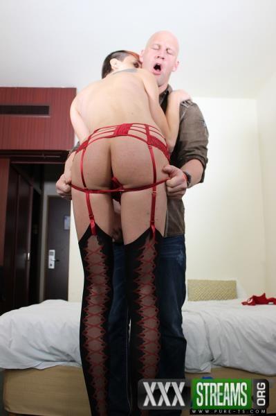 Cristy Noir - Euro trap Cristy Noir makes her porno debut (2017/Pure-ts/1080p)