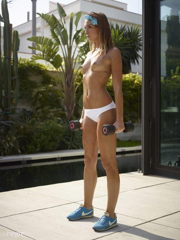 amber-nude-fitness-01-10000px.jpg