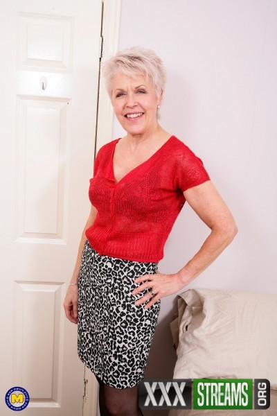 Lady Sextasy (EU) (64) - British mature lady playing with herself (2017/Mature.nl/SD)