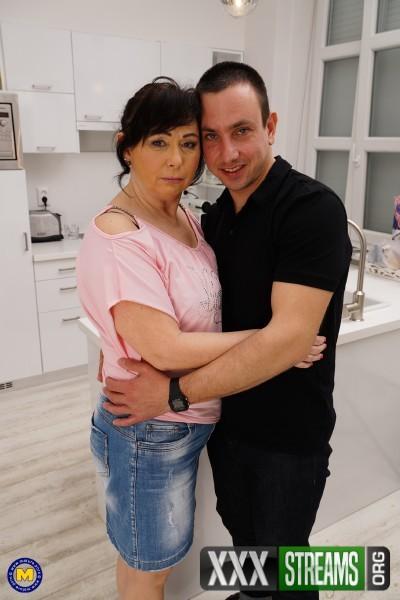 Rosalia (55) - Kinky mature lady doing her toyboy (2017/Mature.nl/SD)