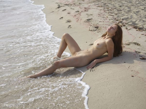 jenna-beach-acrobat-01-10000px.jpg