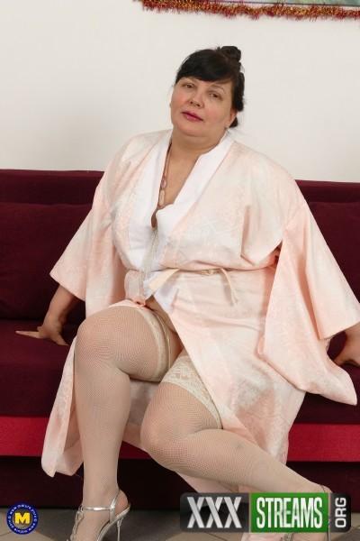 Arina 47 - Big mature lady Arina playing with her toys (2017/Mature.nl/1080p)