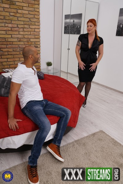 Alex 42 - Big breasted housewife Alex goes interracial (2017/Mature.nl/1080p)
