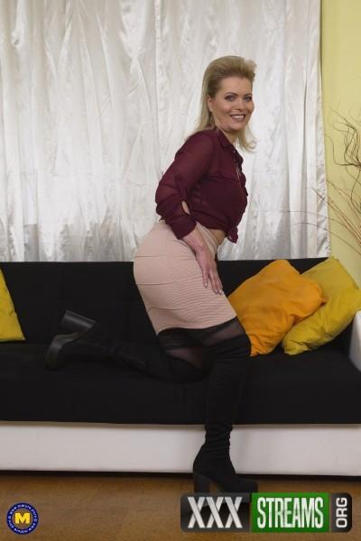 Mirka J. 47 - Naughty housewife Mirka playing with herself (2017/Mature.nl/1080p)