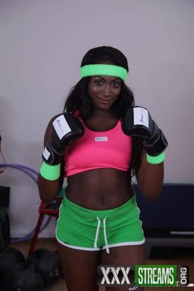 Jai James, Katana - Interracial lesbians get a sweat on (2017/FitnessRooms/SD)