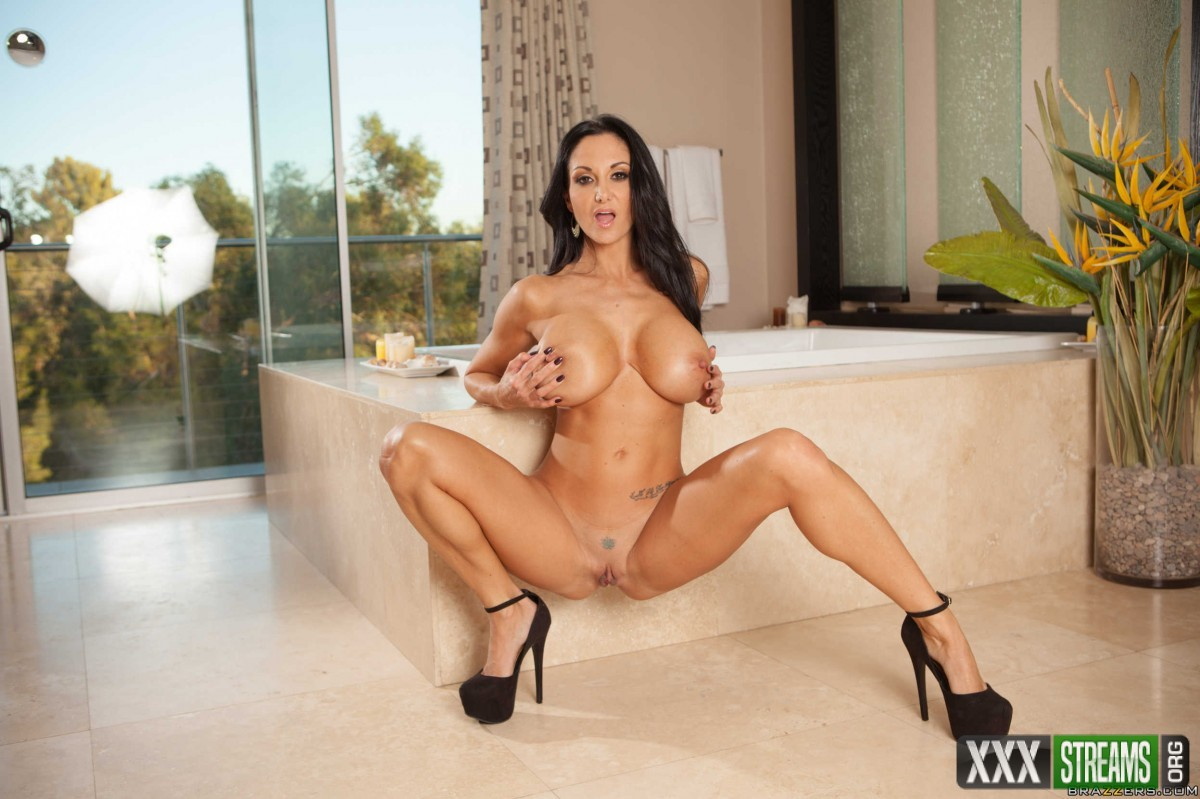 Ava Addams - Ava Needs Her Alone Time (MommyGotBoobs.com/Brazzers.com)
