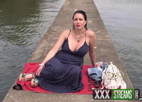 Cindy - Cindy, la picarde, revient pour une nouvelle baise extreme (2017/Indecentes-Voisines.com/SD)