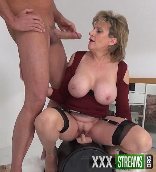 Lady Sonia - A Fan Shoots His Cum All Over Me (2018/Lady-Sonia.com/FullHD)