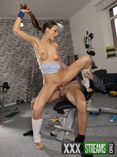 Tina Kay - Cock loving gym hottie fucks geek (2018/FitnessRooms.com/SD)