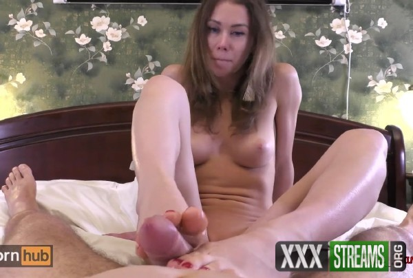 Mia Bandini - Great footjob with red nails makes his cock cum (2018/PornHubPremium.com/FullHD)