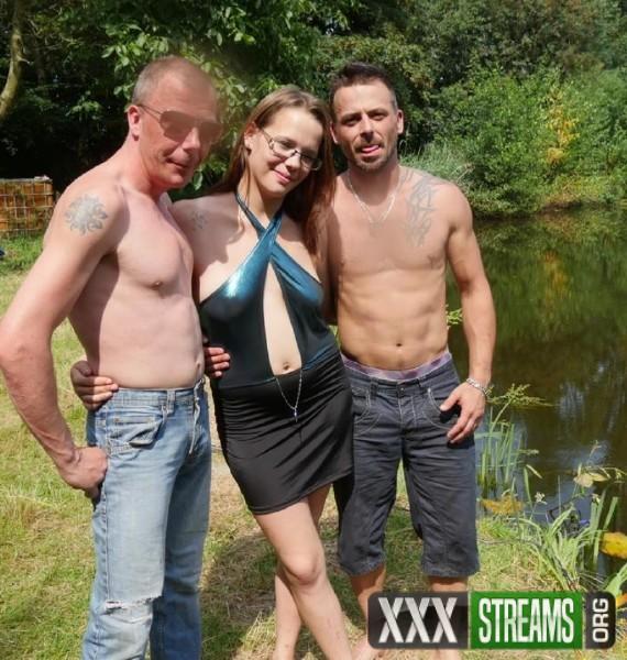 Amateur Pornstar - Outdoor trio with Belgian Agnes (2018/MariskaX.com/FullHD)