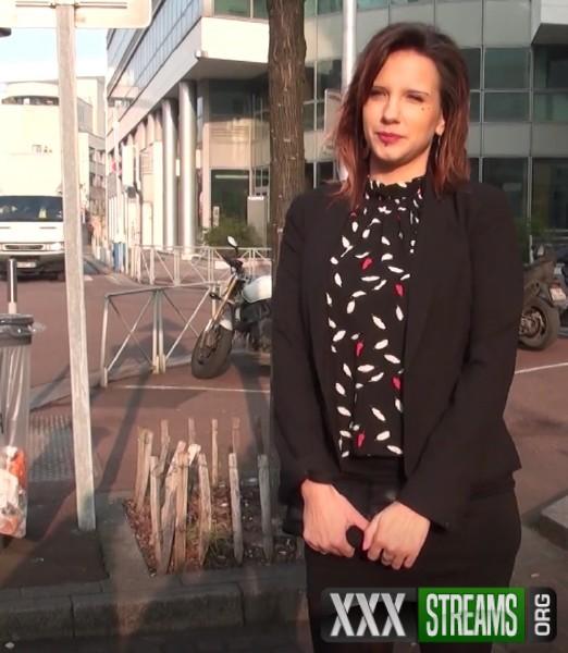 Elena - Elena, 25ans, fait une pause dans son stage (2018/JacquieEtMichelTV.net/FullHD)