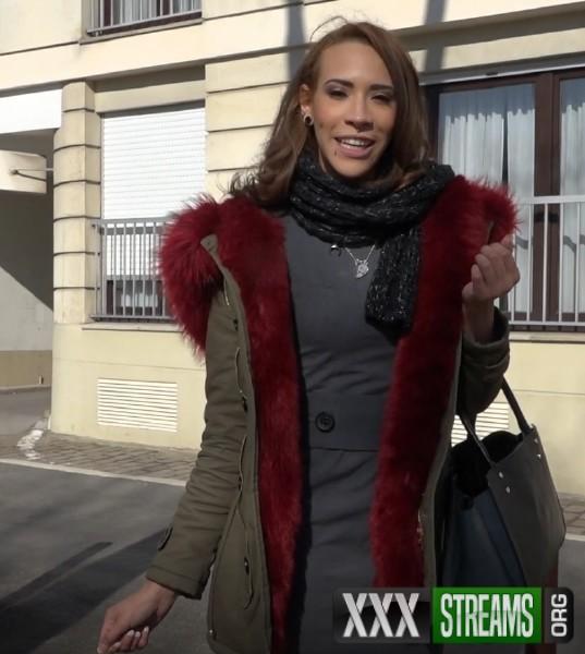 Lucie - Lucie, gros delire a Versailles (2018/JacquieEtMichelTV.net/SD)