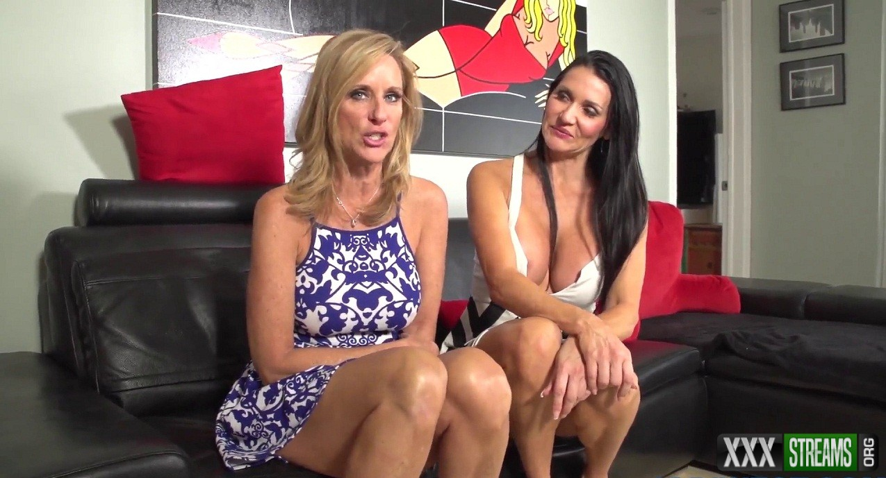 Jodi West & Rae Knight - 2 Milfs in Virtual Sex Blowjob in The Club with Younger Man