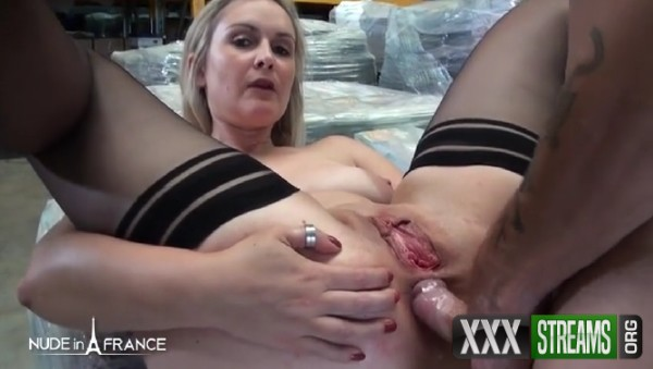 Tara – A sexy, nympho boss is banging an applicant right in the middle of the warehouse (2018/NudeInFrance.com/SD)