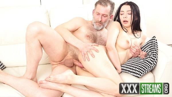 Emily Bender - Dude makes brunette focus on his hard cock (2018/OldGoesYoung.com/SD)