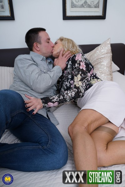 Molly Maracas EU 54 - British horny housewife Molly Maracas fucking and sucking (2018/Mature.nl/FullHD)