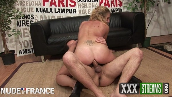 Cassandra Delamour - Parisian blonde strips down for casting call (2017/NudeInFrance.com/SD)