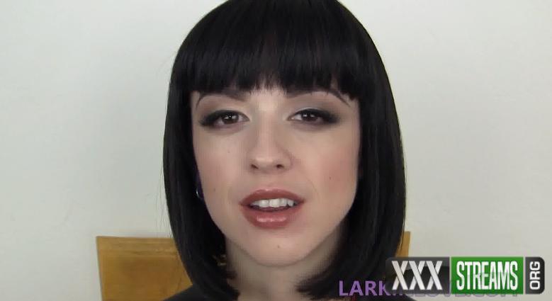 Larkin Love – Coat My Throat & Tongue (ManyVids.com)