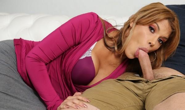 Sexy Actress Boobs