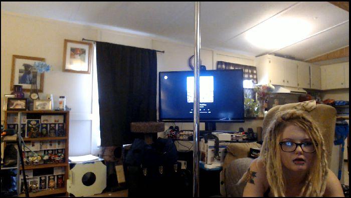 QuinzelTMaD – Strip tease because I miss dancing (ManyVids.com)