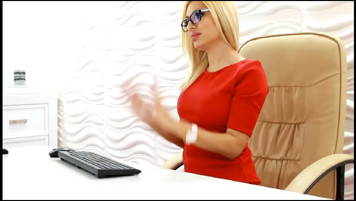DrBarbie – Yes boss (ManyVids.com)