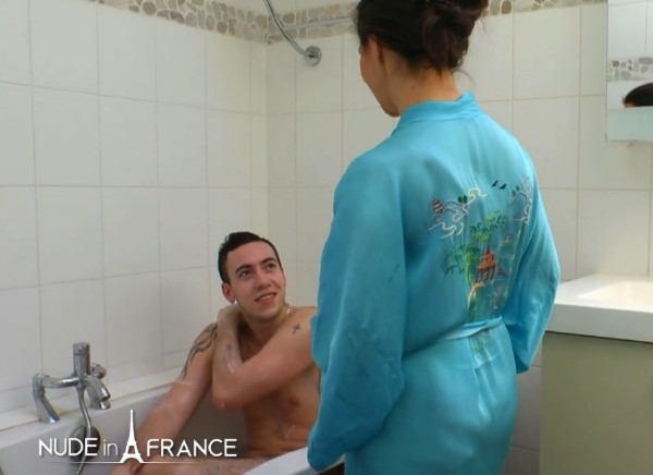 Caroline – Mom Washes Her Son in the Bathtub and Gives Him a Fuck (2016/NudeinFrance.com/SD)