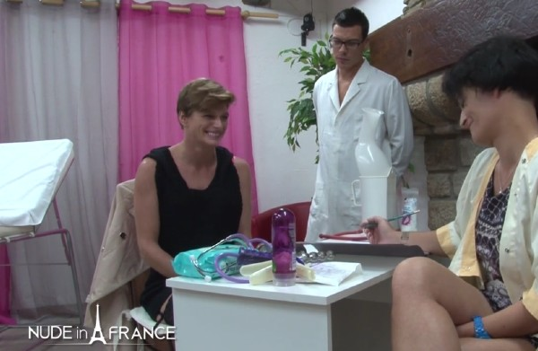 Clara, Amelie Pucycat – Small titted mature cougar gets her ass plugged at the gyneco (2016/NudeinFrance.com/SD)