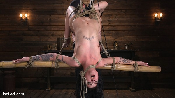 Charlotte Sartre – Submissive Goth Girl is Bound, Tormented, and Made to Cum  (2018/HogTied.com/Kink.com/SD)