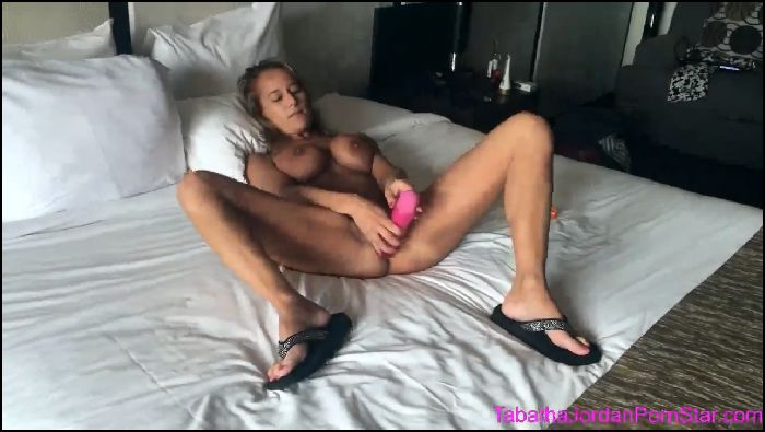 tabatha-jordan-hotel-masturbation-2018-04-10 7eUUoc Preview