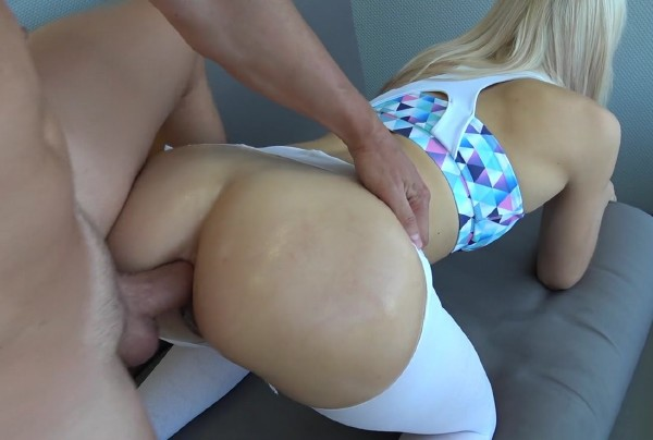 Carry Light – First time anal creampie Grinding on yoga pants step sister and penetration (2018/PornHub.con/PornHubPremium.com/FullHD)