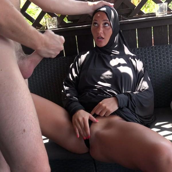 Naomi Bennet – Czech bitch Naomi Bennet left her Egyptian husband (2018/PornCZ.com/SD)