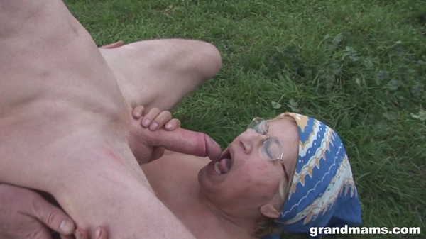 Amateurs – Cheatng Grandma Is Fucking The Gardner (2018/GrandMams.com/FullHD)