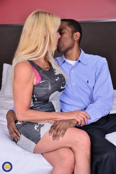 Bianca J. 56 – Canadian temptress goes interracial (2018/Mature.nl/SD)