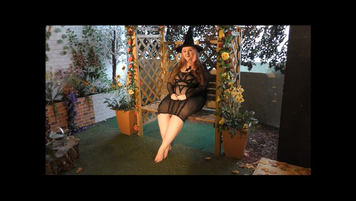 MxtressValleycat – Behind the Scenes Garden Photo Shoot (manyvids.com)