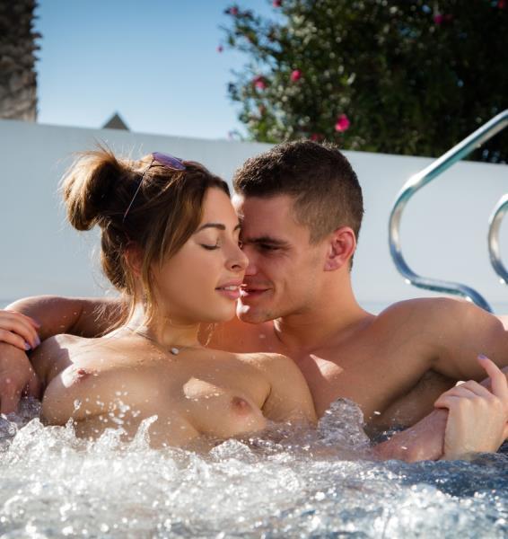 Ally Breelsen, Maxmilian Dior – Jacuzzi (SexArt.com/FullHD)