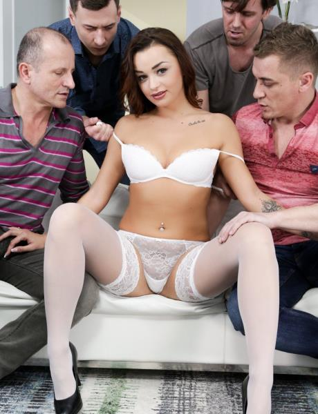 Daphne Klyde – Playtime with Daphne (DogHouseDigital.com/2018/HD)