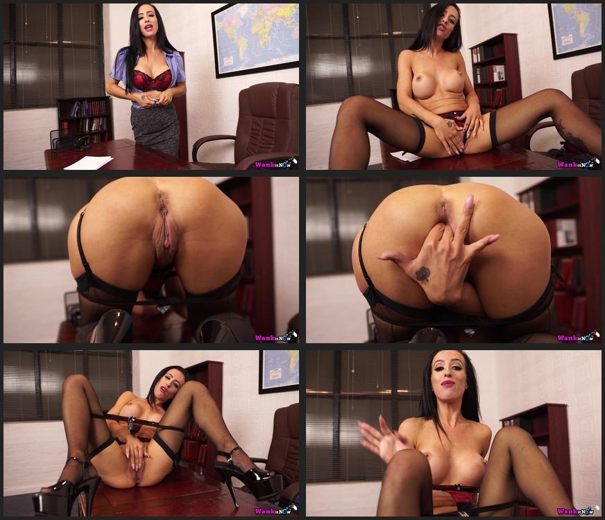 Sexy babe skyler mckay strips her freeones gear photos