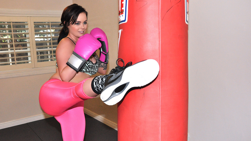 Roxii Blair – Sexy Boxing Chick in Leggings (IKnowThatGirl.com/Mofos.com/2015/FullHD)