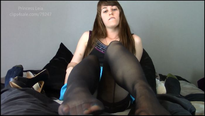 Princess LeiaCM Babysitters First Footjob Preview