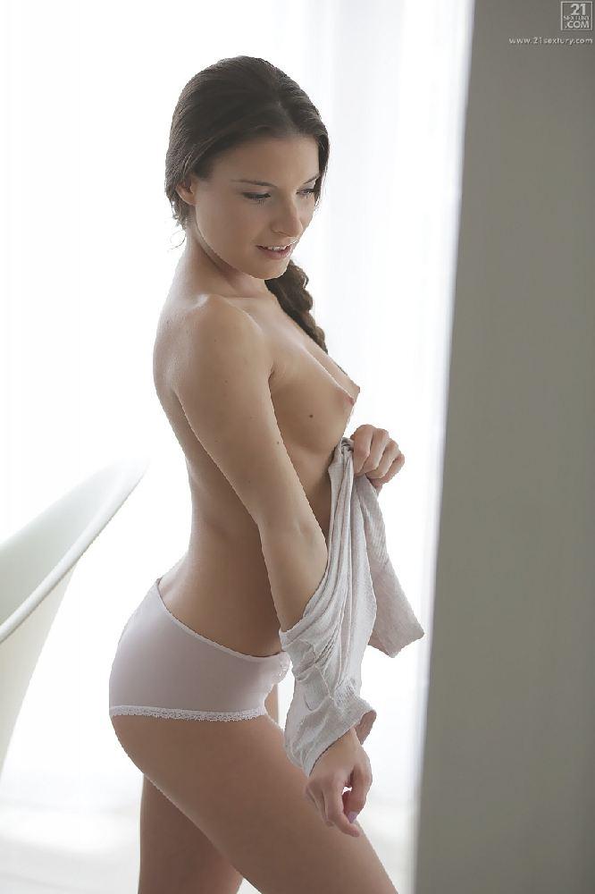 Anita Bellini – Petite And Naughty (21Naturals.com/21Sextury.com)