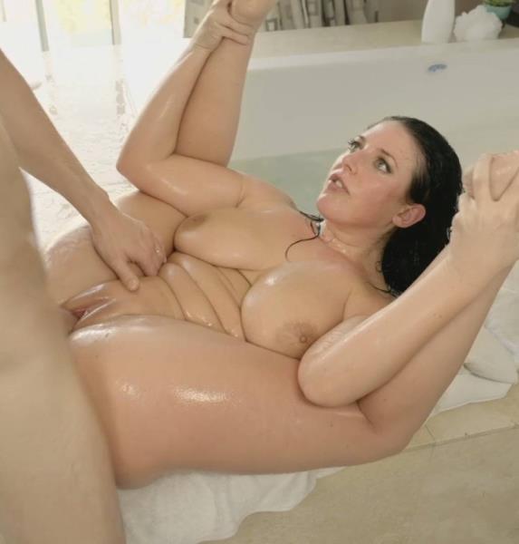 Angela White – Big Titted Bubble Bath (RealityKings.com/2018/HD)