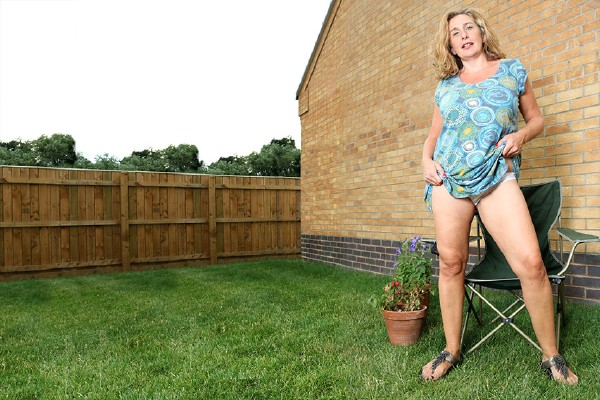 Camilla C. EU 45 – Big breasted Camilla getting frisky in her garden, but does she dare to go all the way (2018/Mature.nl/SD)