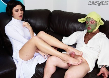 Daisy Haze – Yoda Footjob (PervertCollege.com/SpiZoo.com)