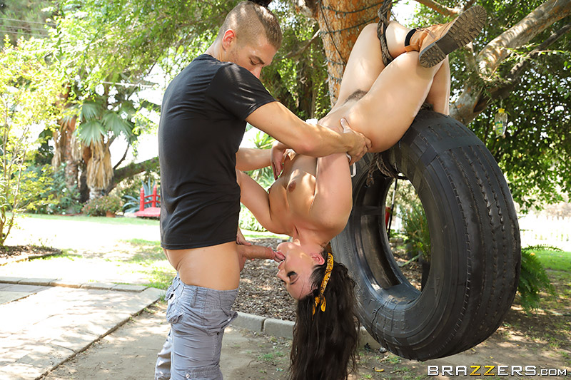 Whitney Wright – Tire My Ass Out (2018/BrazzersExxtra/BraZZers/HD)