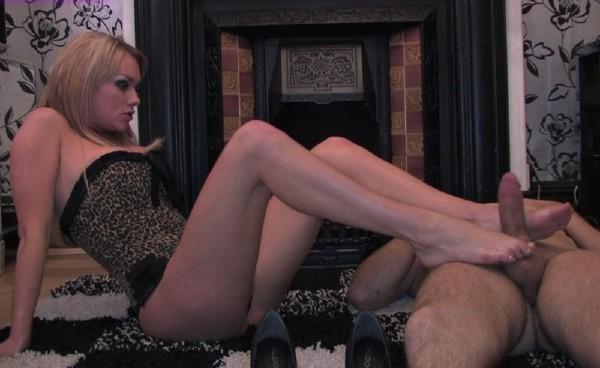 Paige, Ashely – Sexy footjob (UKFootSluts.com/HardGlam.com)