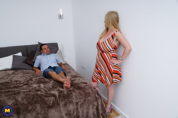 Lily May EU 49 – British big breasted lady fucking and sucking (2018/Mature.nl/SD)