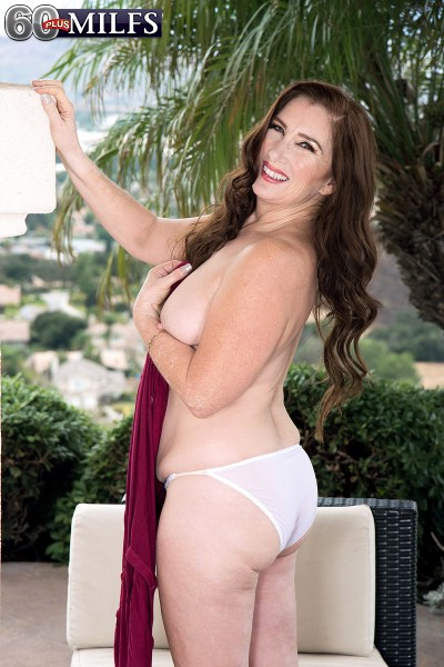 Maria Fawndeli – Maria tells us about herself and fucks herself (2018/Scorepass.com/Pornmegaload.com/HD)